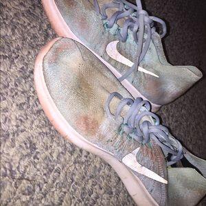 blue free run flynit running shoes